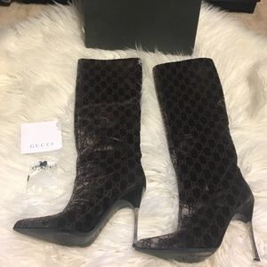Pre owned velvet Gucci boots.